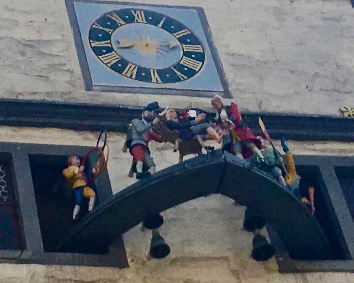 Hann.Münden Deutschland Glockenspiel mit Dr. Eisenbarth an der Rathausfasade