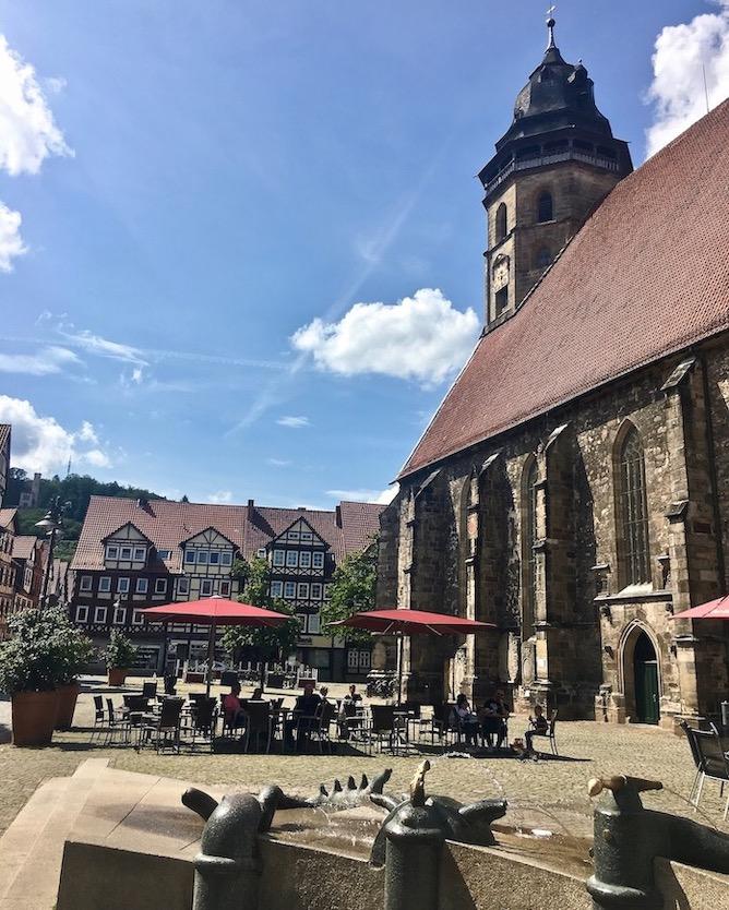 Hann.Münden Deutschland St.Blasius Kirche mit Expo-Brunnen