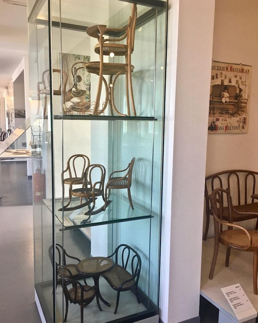 Thonet-Museum Bugholzmöbel Bauhaus-Möbel Frankenberg(Eder) Bugholzstühle für jede Größe