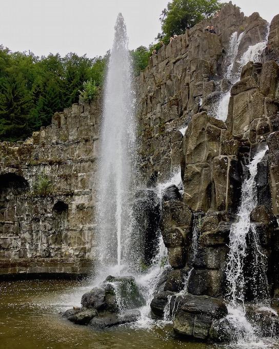 Wasserspiele Bergpark Wilhelmshöhe Becken mit dem Kopf des Giganten Encelados