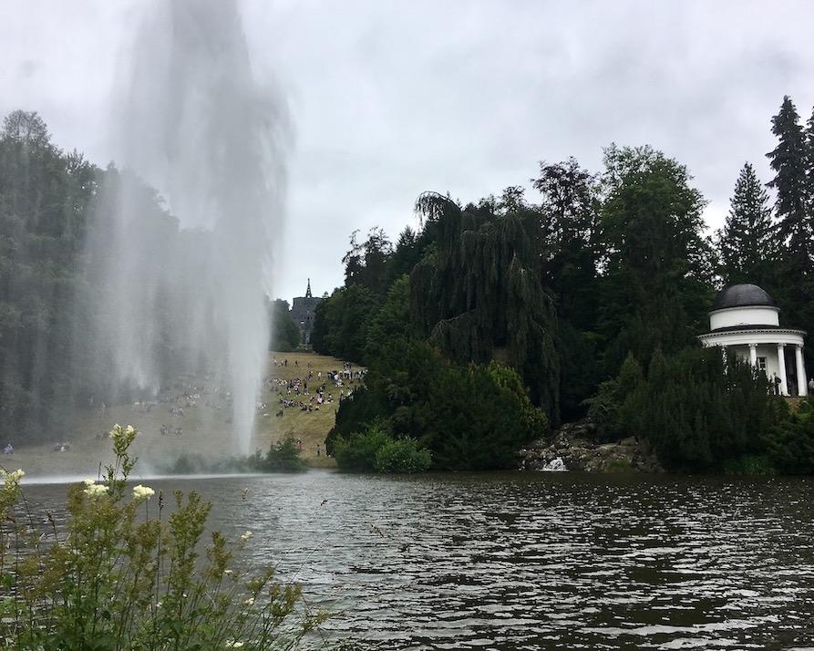 Wasserspiele Bergpark Wilhelmshöhe Fontänenteich mit Fontäne