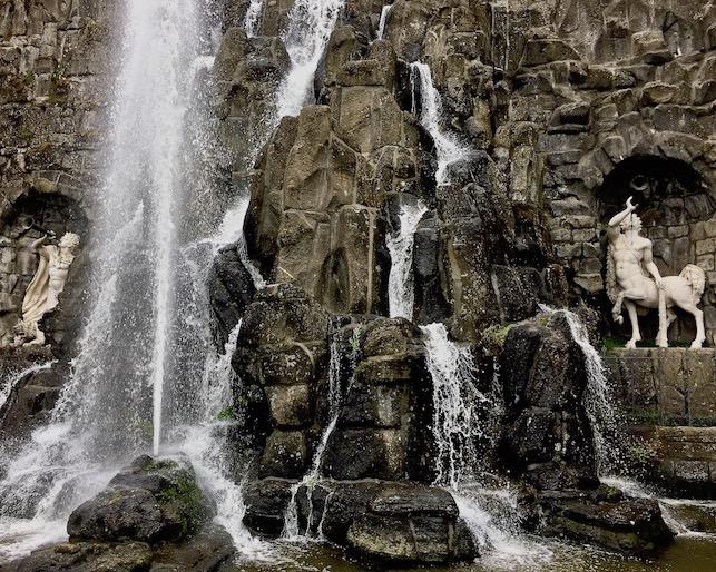 Wasserspiele Bergpark Wilhelmshöhe Riesenkopfbecken in Aktion