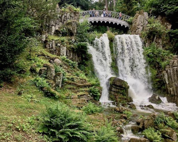 Wasserspiele Bergpark Wilhelmshöhe Teufelsbrücke mit Wasserfall