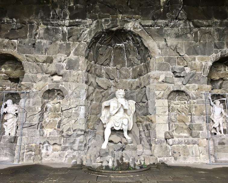 Wasserspiele Bergpark Wilhelmshöhe Vexierwassergrotte mit der Pan-Figur