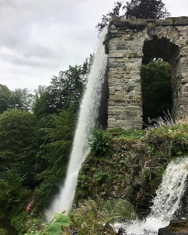 Wasserspiele Bergpark Wilhelmshöhe künstlicher Wasserfall am Aquädukt