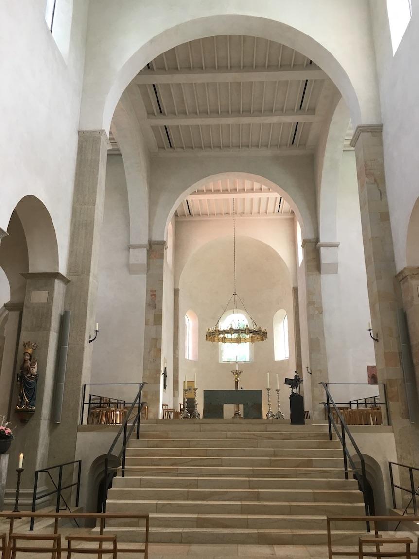 Hildesheimer Dom Weltkulturerbe Innenraum mit Heziloleuchter Hildesheim Deutschland