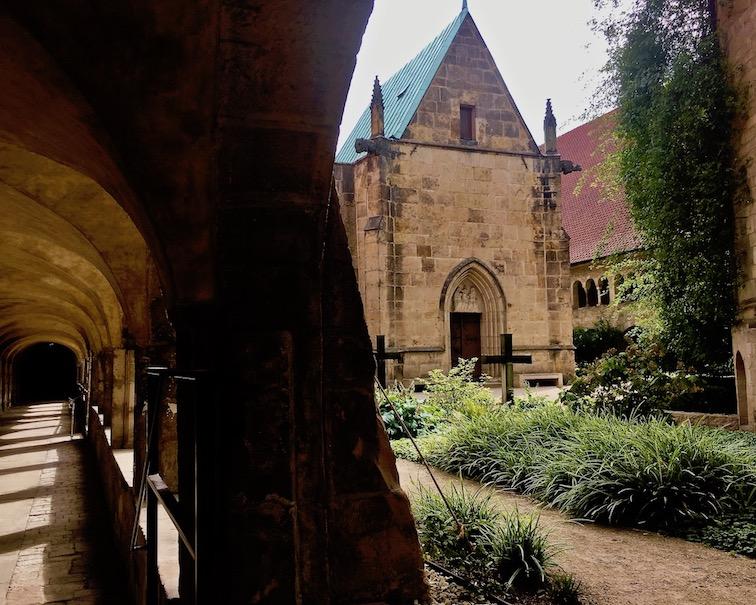 Hildesheimer Dom Weltkulturerbe Kreuzgang zur Ost-Apsis