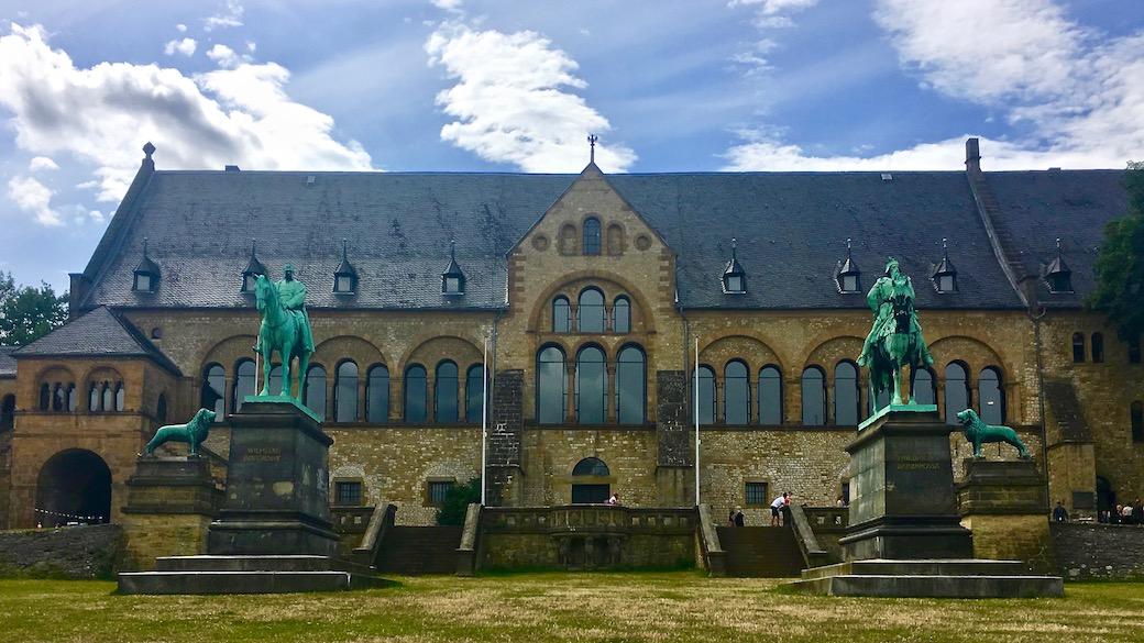 Kaiserpfalz Goslar Weltkulturerbe Statuen Goslar Deutschland