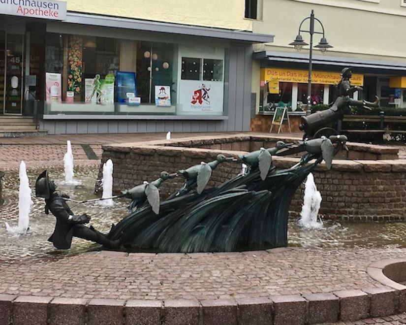 Münchhausen-Brunnen Der-Entenflug Bodenwerder Weser Deutschland