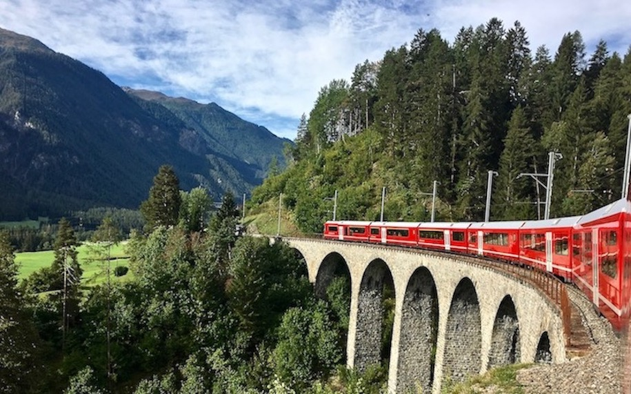 Rhätische-Bahn UNESCO-Weltkulturerbe Eisenbahnerlebnis Graubünden Schweiz Albulabahn Weltkulturerbe Rhätische Bahn Schweiz