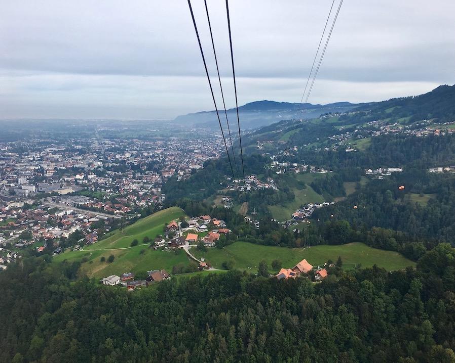 Auf den Karren in Dornbirn Österreich mit der Seilbahn