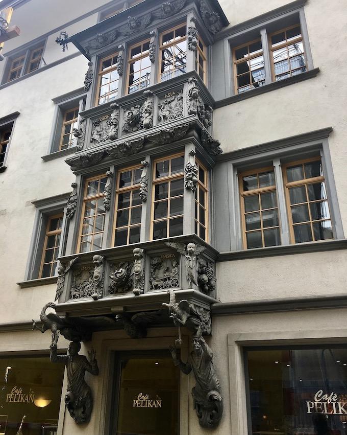 Aufwendiger Erker am Cafe Pelikan St.Gallen Schweiz