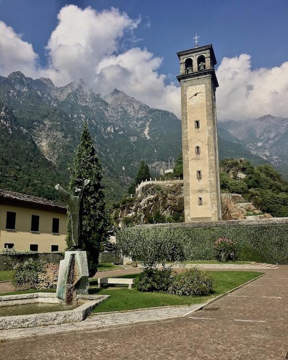 Chiavenna Historische-Altstadt an dem Fluss Mera Lombardei Italien Campanile die S.Lorenzo