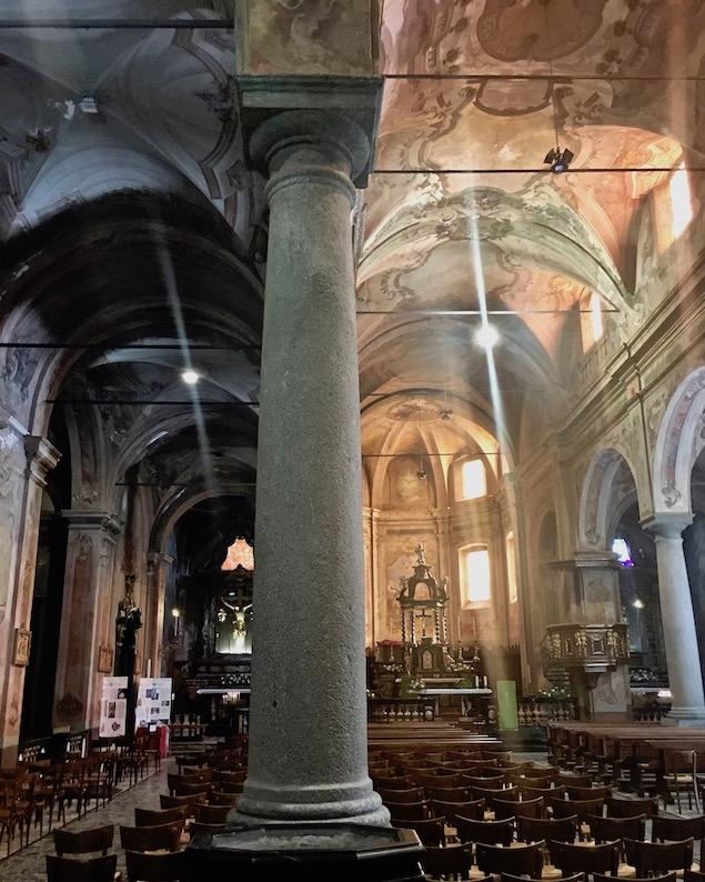 Chiavenna Historische-Altstadt an dem Fluss Mera Lombardei Italien Kirche San Lorenzo Innenraum