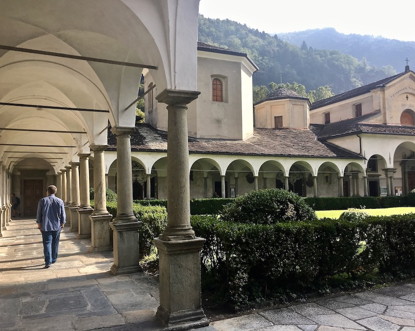 Chiavenna Historische-Altstadt an dem Fluss Mera Lombardei Italien Kloster San Lorenzo Kreuzgang