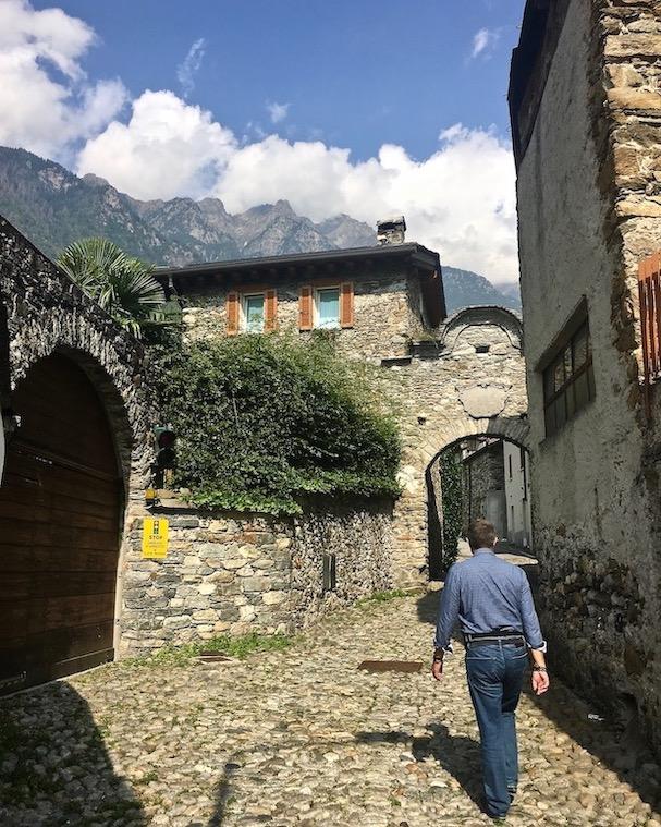 Chiavenna Historische-Altstadt an dem Fluss Mera Lombardei Italien Via al Portone Vecchio alte römische Straße
