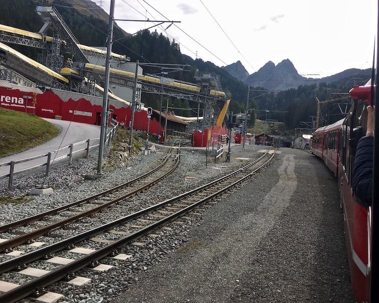 Rhätische Bahn UNESCO-Weltkulturerbe Eisenbahnerlebnis Graubünden Schweiz In den Albulatunnel bei Preda Schweiz