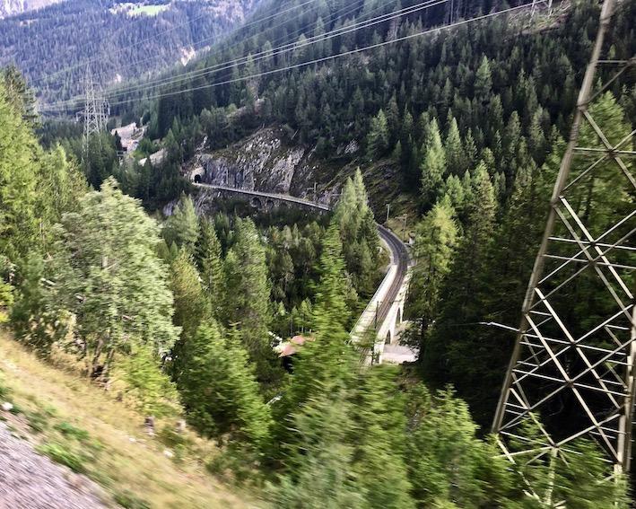 UNESCO-Weltkulturerbe Rhätische Bahn Graubünden Schweiz Kehrtunnel Albulabahn Weltkulturerbe bei Bergün Schweiz