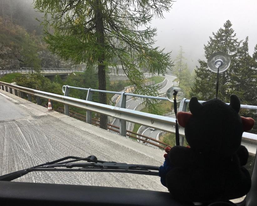 Maloja Pass Schweiz Spitzkehren abwärts