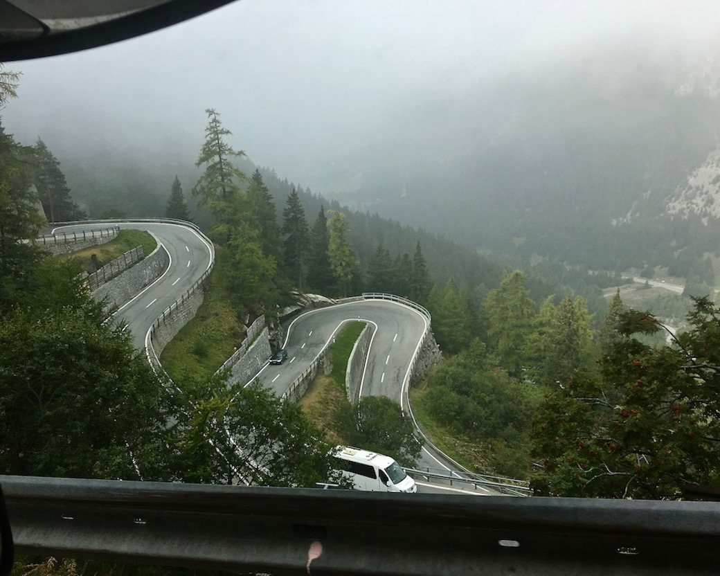 Maloja Pass Schweiz Spitzkehren von oben