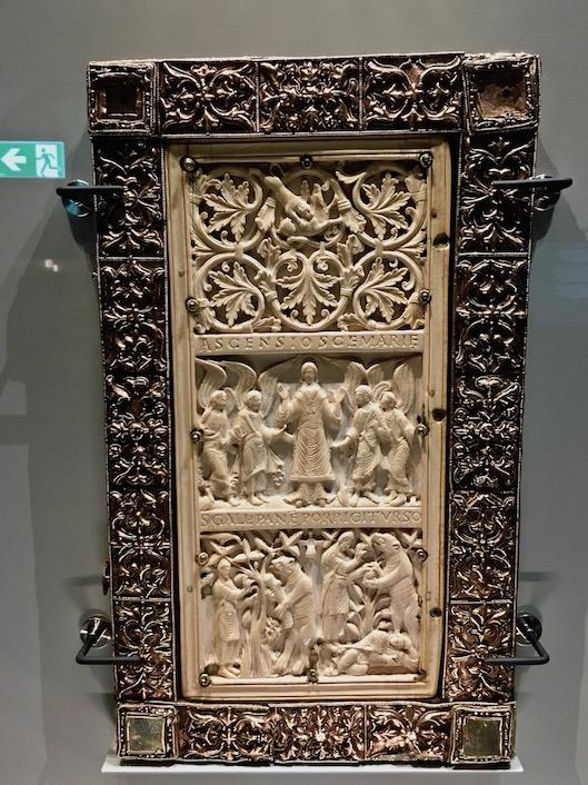 Prunkeinband Evangelium Longum Rückseite Stiftsbibliothek St.Gallen Schweiz