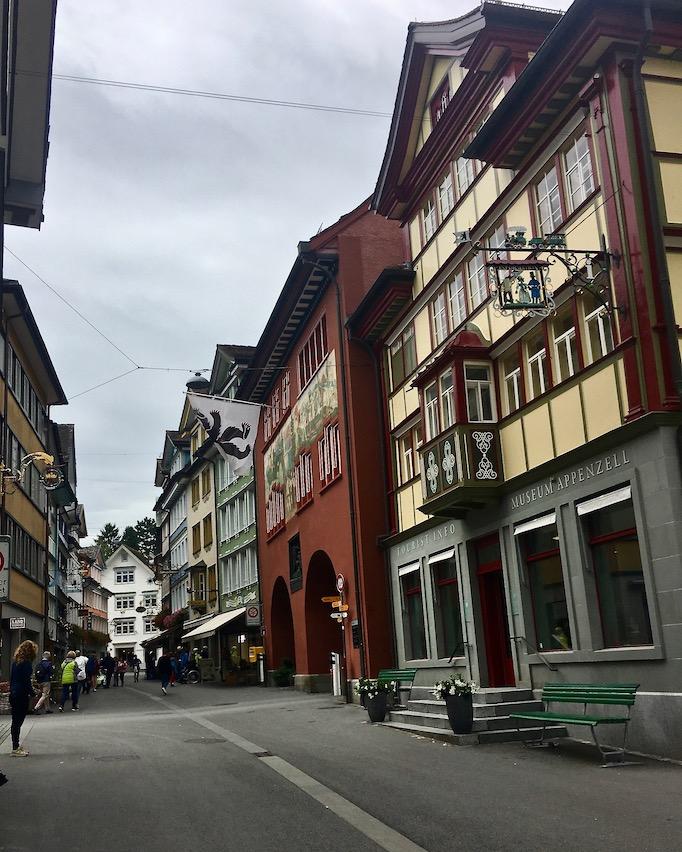 Straßenzug in Appenzell Schweiz