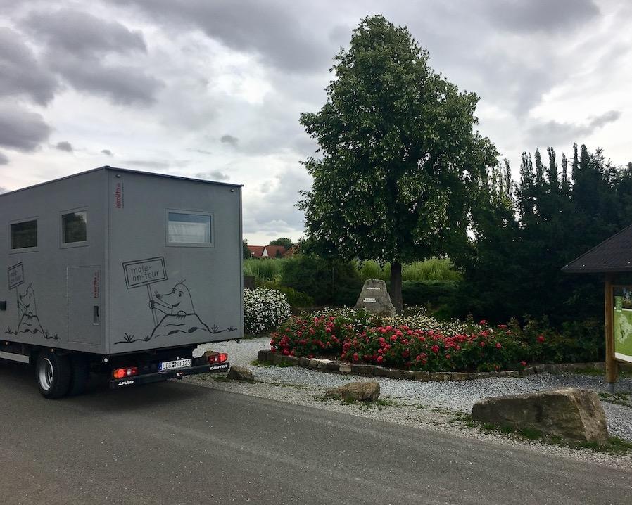 mole-on-tour am Mittelpunkt von Deutschland in Niederdorlar Thüringen