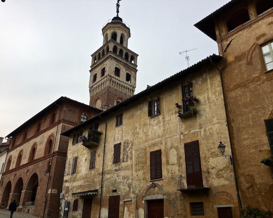 Altes Rathaus mit Stadtturm Saluzzo Piemont Italien