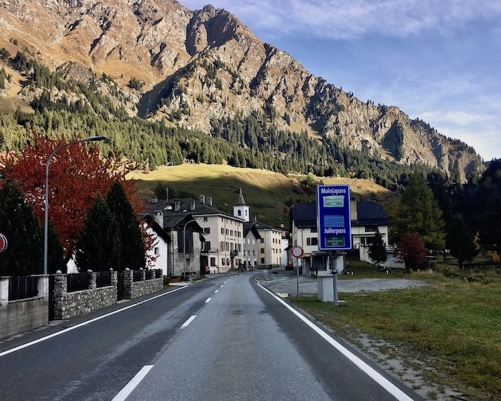 Anfahrt zum Malojapass Schweiz