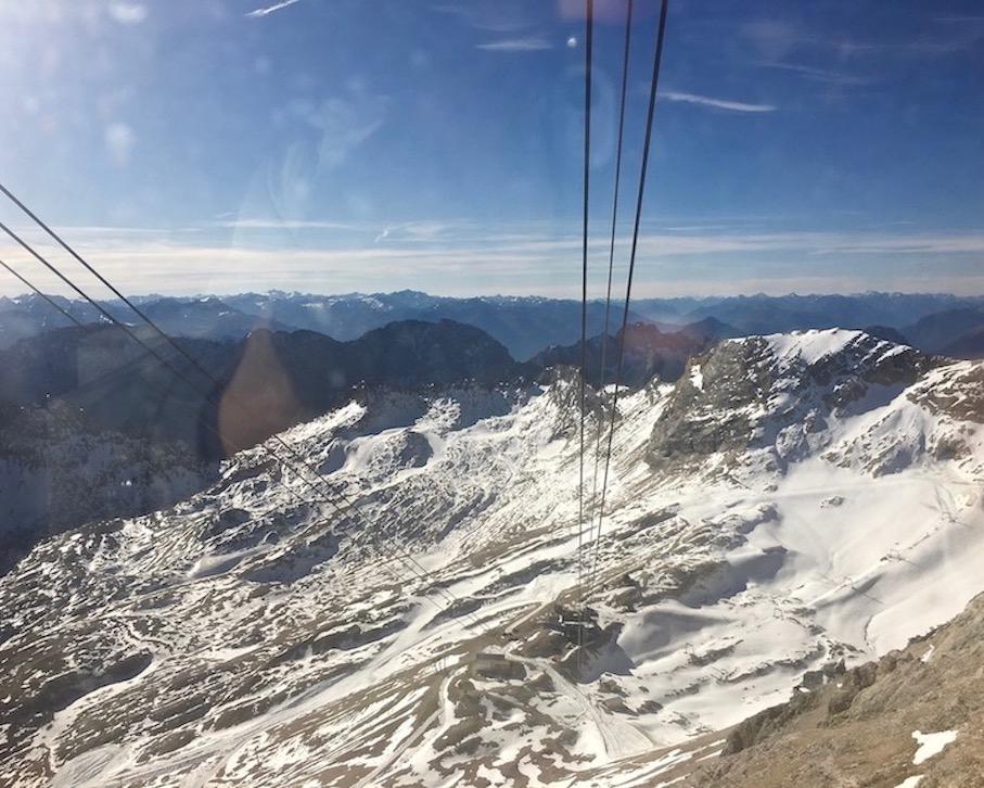 Ankunft Gletscherbahn auf der Zugspitze Deutschland
