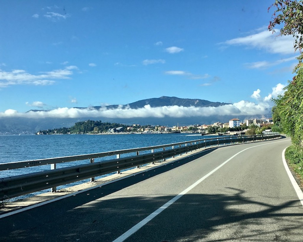Blick auf Intra am Lago Maggiore Italien