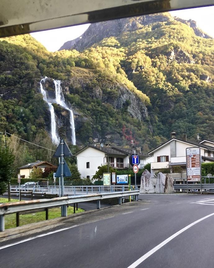Borggonuovo Wasserfall des Cascate dell'Acquafraggia Italien