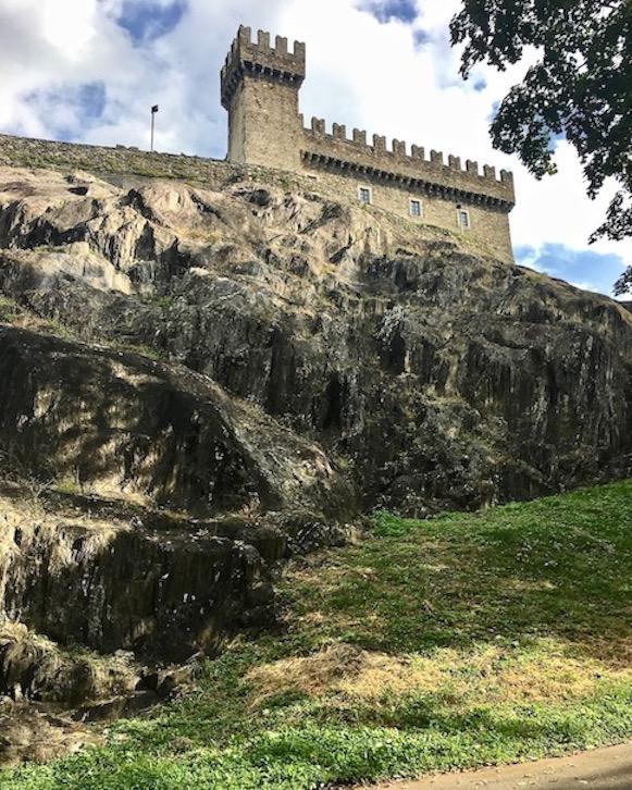 Bellinzona Historische-Altstadt Festungsanlagen UNESCO-Weltkulturerbe Tessin Schweiz Burg Sasso Corbaro Weltkulturerbe Bellinzona Schweiz