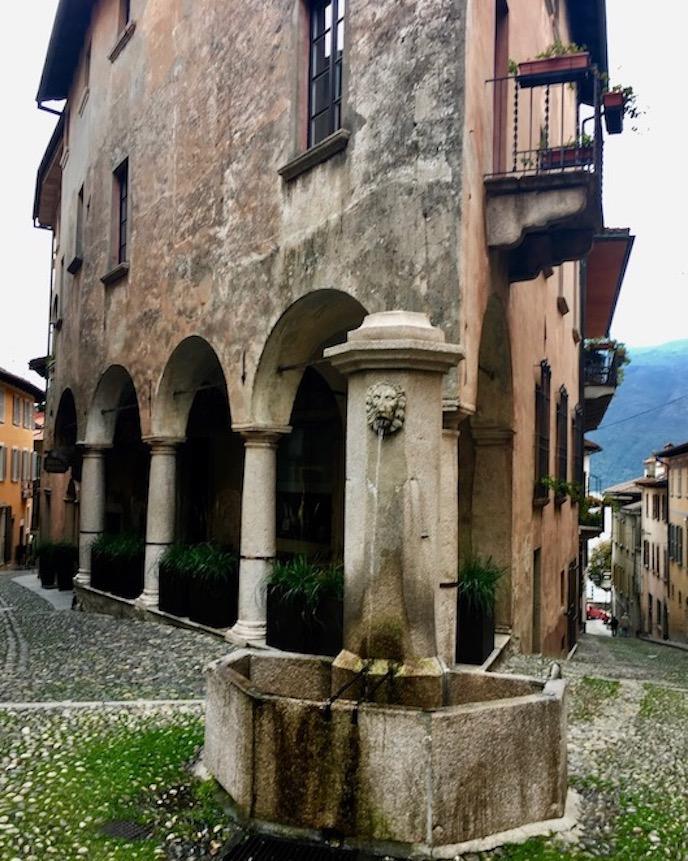 Cannobio Altstadt am Lago Maggiore Tessin Geheimtip Italien Cannobio Italien enge Gassen zum Lago Maggiore