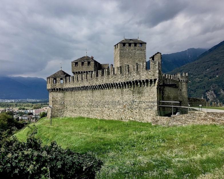 Bellinzona Historische-Altstadt Festungsanlagen UNESCO-Weltkulturerbe Tessin Schweiz Castello di Montebello Weltkulturerbe Bellinzona Schweiz