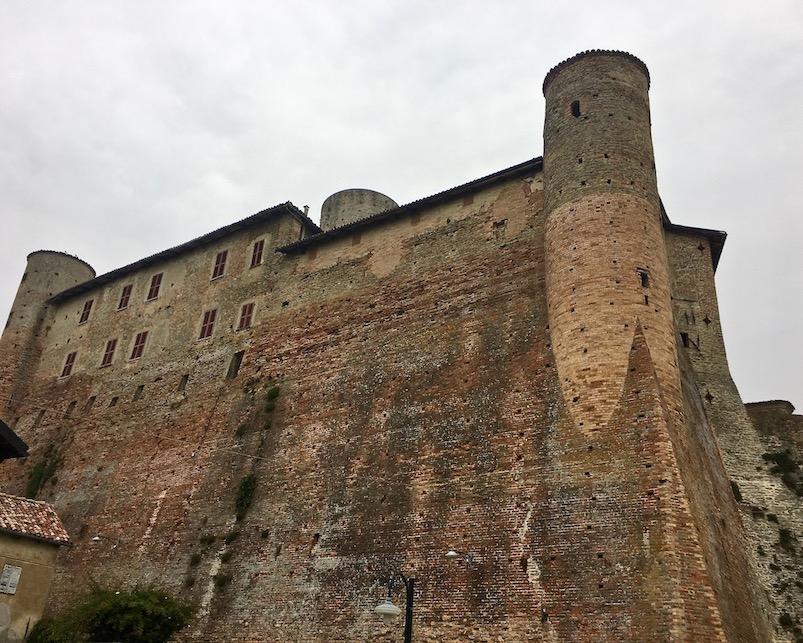 Castiglione Faletto Castell Piemont Italien