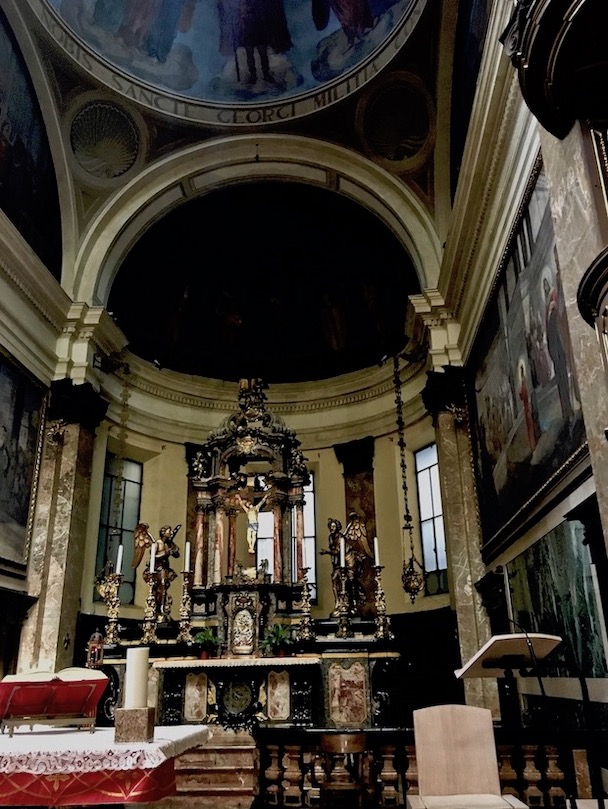 Chiesa di San Giorgio al Palazzo Mailand Italien Altar im Chorraum