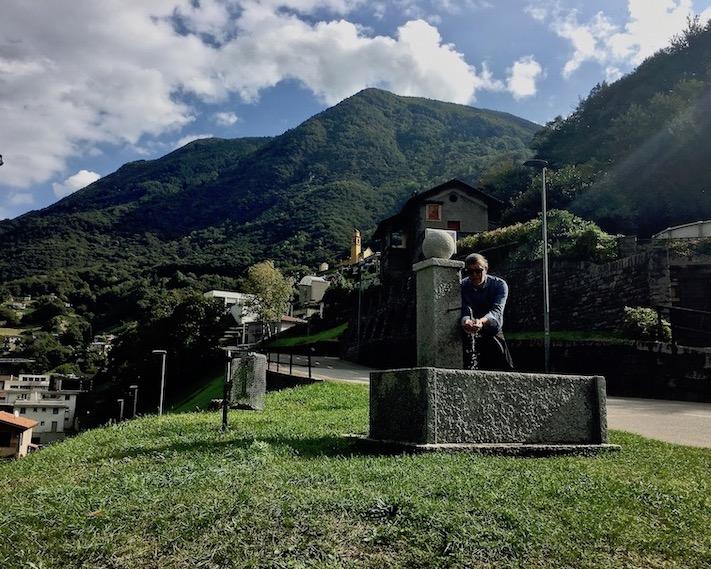Bellinzona Historische-Altstadt Festungsanlagen UNESCO-Weltkulturerbe Tessin Schweiz Erfrischung auf halber Höhe
