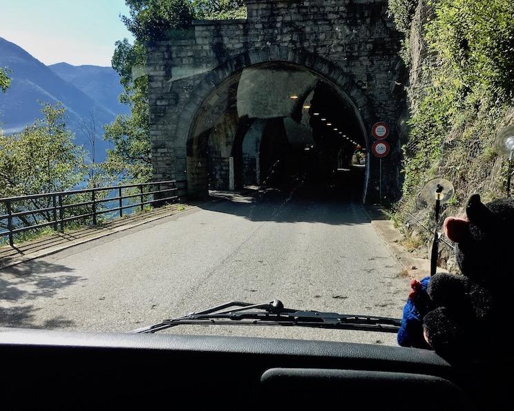 Grenztunnel in die Schweiz vor Lugano