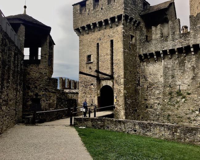 Bellinzona Historische-Altstadt Festungsanlagen UNESCO-Weltkulturerbe Tessin Schweiz Inneres Tor Castello di Montebello Weltkulturerbe Bellinzona Schweiz