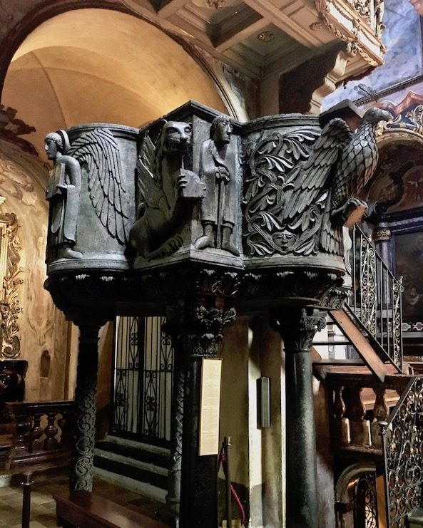 Orta San Giulio am Ortasee Piemont Italien Kanzel in Basilika San Giulio Ortasee Italien