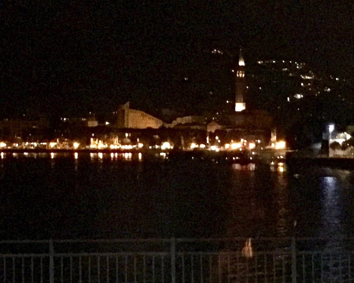Lecco bei Nacht Comer-See Italien