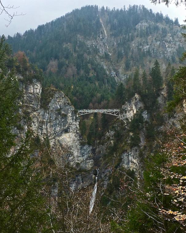 Marienbrücke mit Pöllatwasserfall Neuschwanstein Deutschland