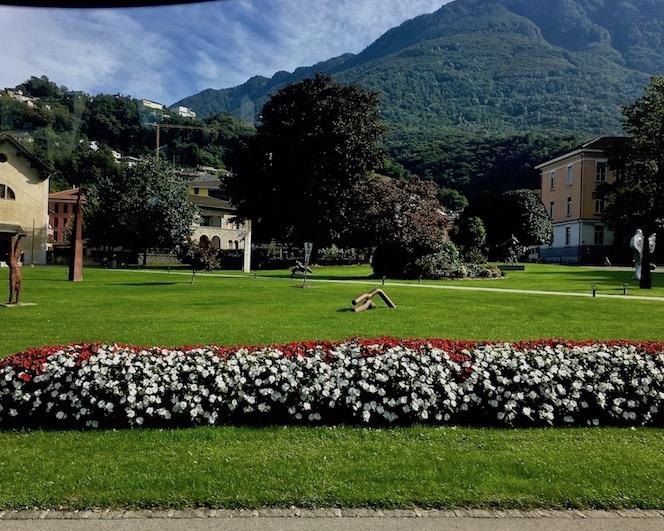 Ortseingang von Bellinzona Bellinzona Historische-Altstadt Festungsanlagen UNESCO-Weltkulturerbe Tessin Schweiz