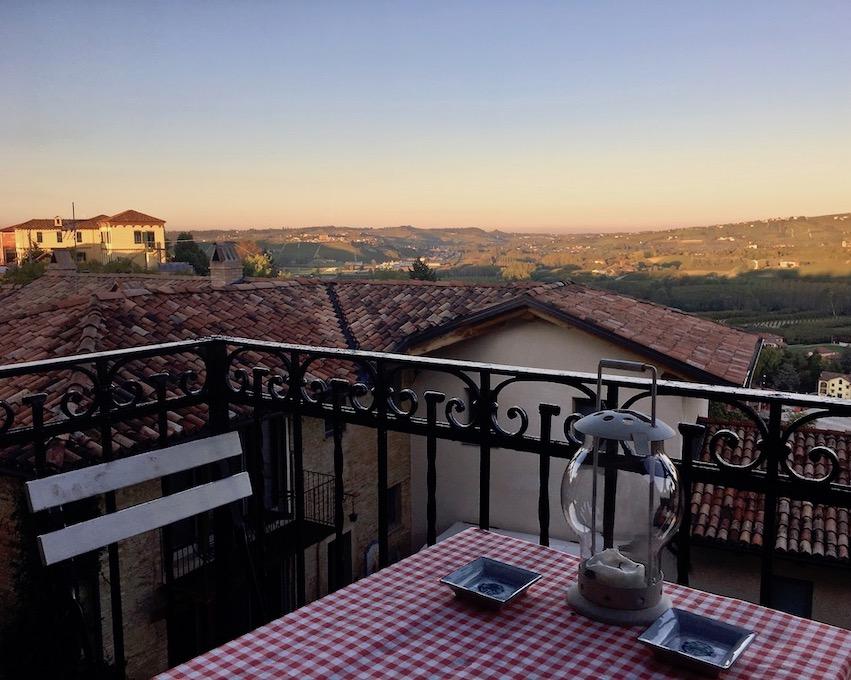 Osteria Borgo Vecchio Neive Panoramablick