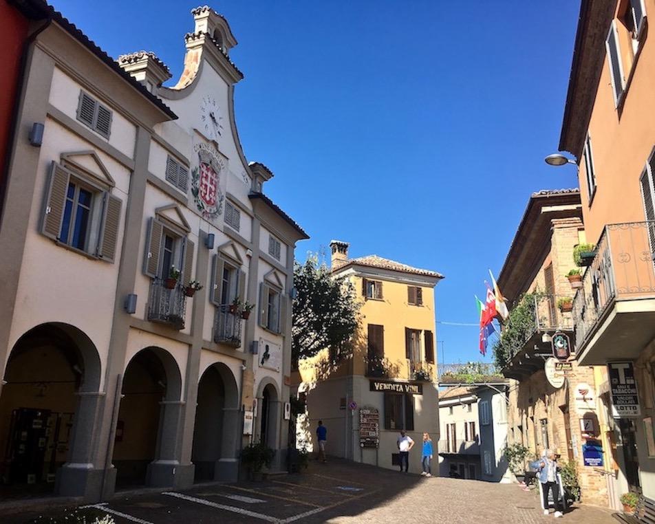 Palazzo Comunale Neive Piemont Italien