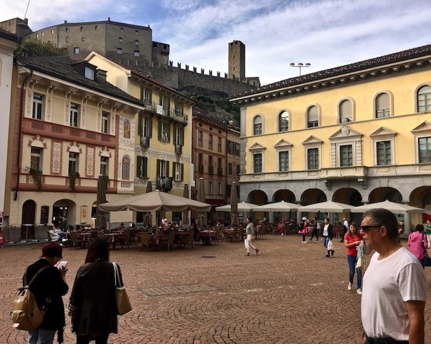 Bellinzona Historische-Altstadt Festungsanlagen UNESCO-Weltkulturerbe Tessin Schweiz Piazza Collegiata Bellinzona Schweiz