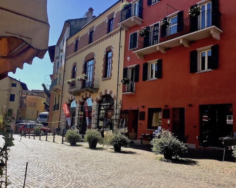 Piazza Italia Neive Piemont Italien