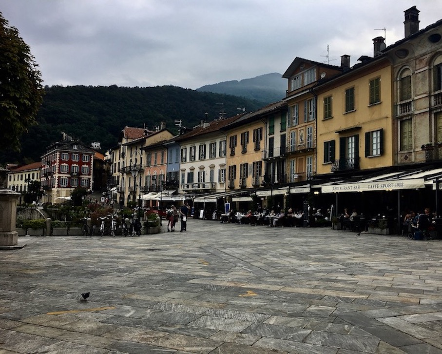 Cannobio Altstadt am Lago Maggiore Tessin Geheimtip Italien Piazza Omacini Cannobio Italien