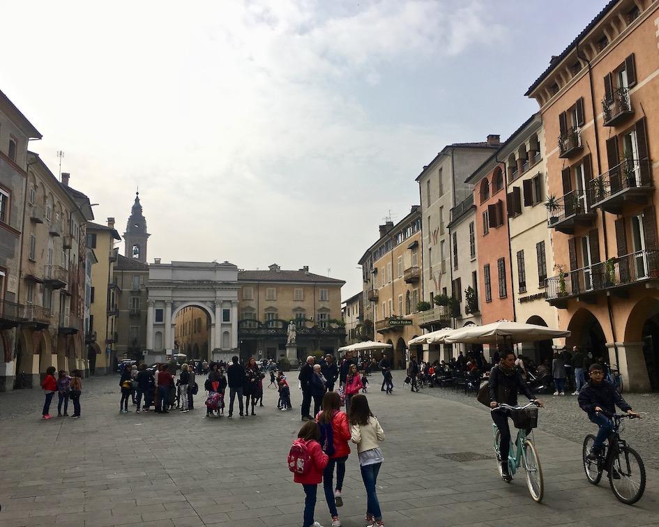 Piazza Santorre di Santarosa Piemont Savigliano Italien